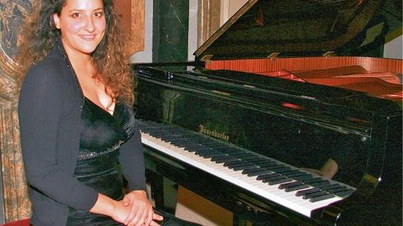 Pianistin Meryem Natalie Akdenizli - Klavierabend in Glückstadt