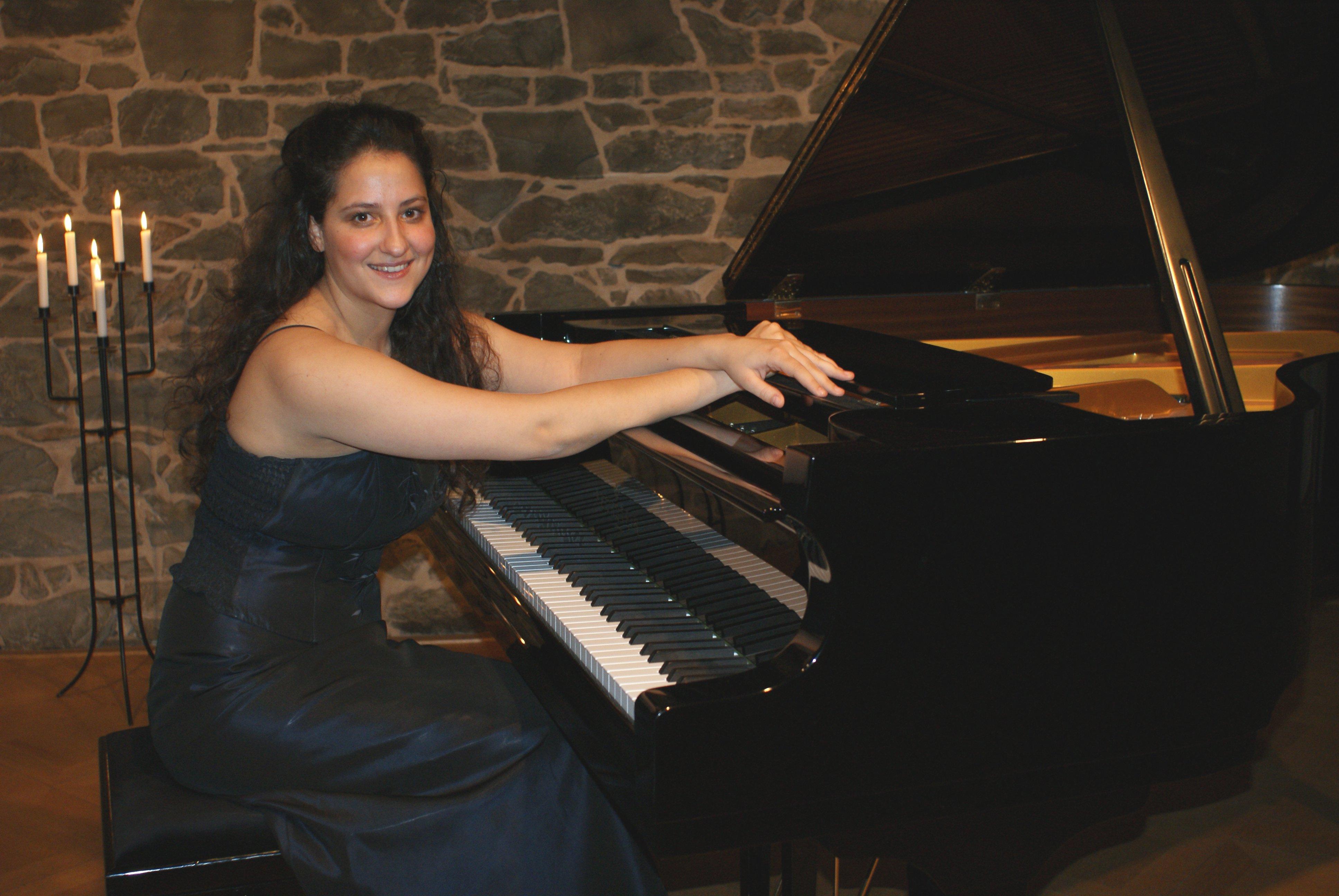 Pianistin Akdenizli bezaubert Publikum in Altena - Gesprächskonzert